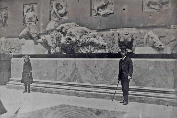 O γλύπτης, μπροστά στα Μάρμαρα, το 1890 (British Museum)