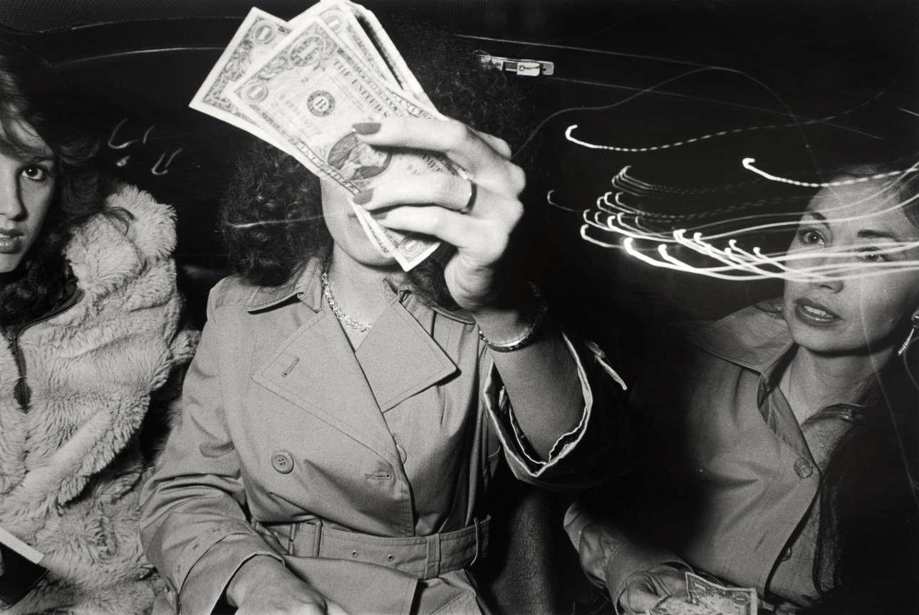 «Απόμακρη Ομορφιά» («Beauty Aloof»), 1982. Τις περισσότερες φορές ο Γουάιντμαν ζητούσε την άδεια των επιβατών πριν τους φωτογραφίσει, αλλά υπήρχαν και φορές που απλώς έβγαζε την κάμερά του και έλεγε «Μην κουνηθείς, είμαι φωτογράφος»