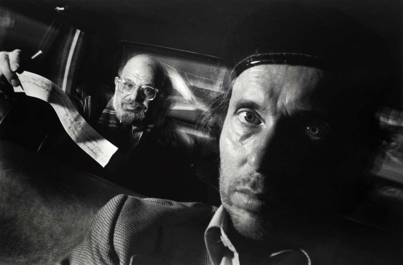 «Αυτοπορτρέτο με τον Αλεν Γκίνσμπεργκ» («Self-Portrait with Passenger Allen Ginsberg»), 1990. Ο διάσημος ποιητής έγραψε στην απόδειξη στο τέλος της κούρσας: «Το πίσω κάθισμα ενός ταξί της Νέας Υόρκης είναι ένας ανθρώπινος ζωολογικός κήπος. Ο ταρ(ξ)ι-χευτής Ράιαν Γουάιντμαν τοποθετεί αυτά τα ανθρώπινα είδη με χιούμορ, τόλμη και ακρίβεια. Ενας επιβάτης Αλεν Γκίνσμπεργκ»