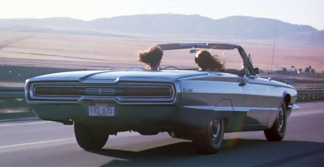 Ford Thunderbird. Το αυτοκίνητο του 1964, με το μεταλλικό μπλε χρώμα, έγινε ο σύντροφος των «Θέλμα και Λουίζ», στην ομώνυμη ταινία που βγήκε στις αίθουσες το 1991. Παρήχθη σε έντεκα εκδόσεις, από το 1955 έως το 2005, σε σχεδόν 4,5 εκατομμύρια κομμάτια και αποτέλεσε ένα κλασικό σύμβολο ελευθερίας