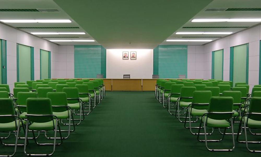 Αίθουσα συνεδριάσεων στη Βόρεια Κορέα