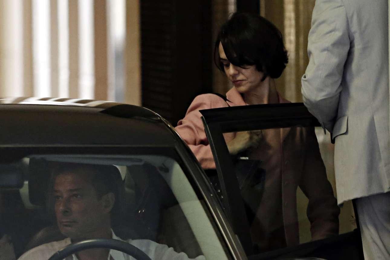 Ιούλιος 2015. πρώτες ημέρες στην Αθήνα. Η Ντέλια μπαίνει σε αυτοκίνητο μετά την επίσκεψή της στην Τράπεζα της Ελλάδας (Alexandros Michailidis / SOOC)