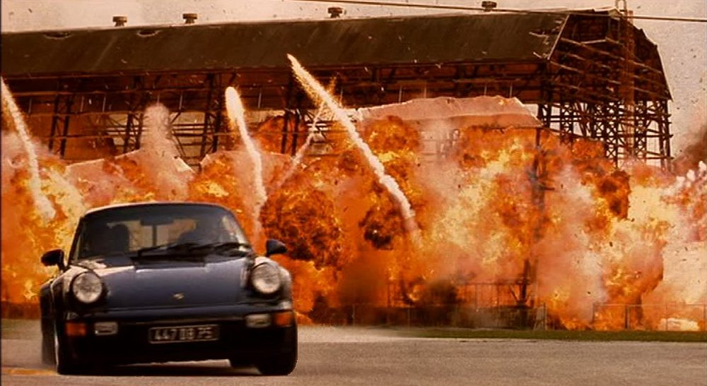 Porsche 911 (964) Turbo. O σκηνοθέτης της ταινίας «Bad Boys», Μάικλ Μπέι, στην οποία πρωταγωνιστούσαν οι Γουίλ Σμιθ και Μάρτιν Λόρενς, χρησιμοποίησε στα γυρίσματά της την προσωπική του 911 Turbo. Προς το τέλος της ταινίας νίκησε -σε κόντρα, παρακαλώ- μια AC Cobra
