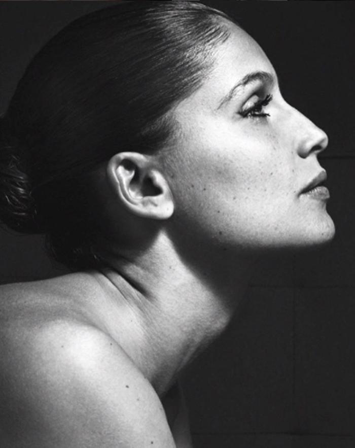 Ο Μάριο Σορέντι αιχμαλωτίζει το πανέμορφο προφίλ της Κάστα. «Λάτρευα να δουλεύω μαζί του, έχει μία πολύ ενδιαφέρουσα προσέγγιση, σχεδόν κινηματογραφική» γράφει η ίδια στο Instagram