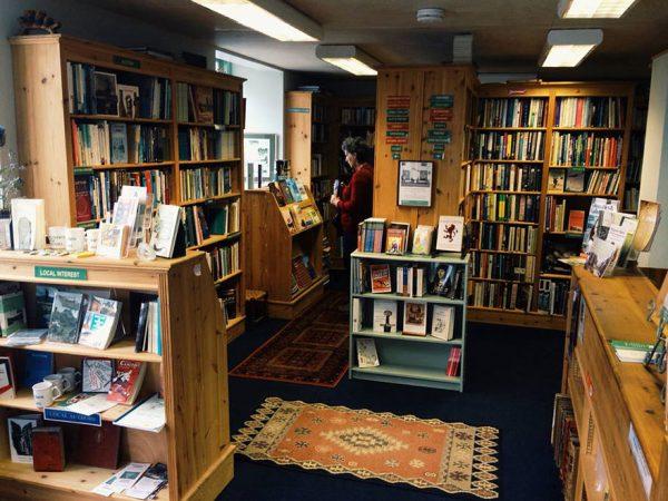 Το εσωτερικό του βιβλιοπωλείου