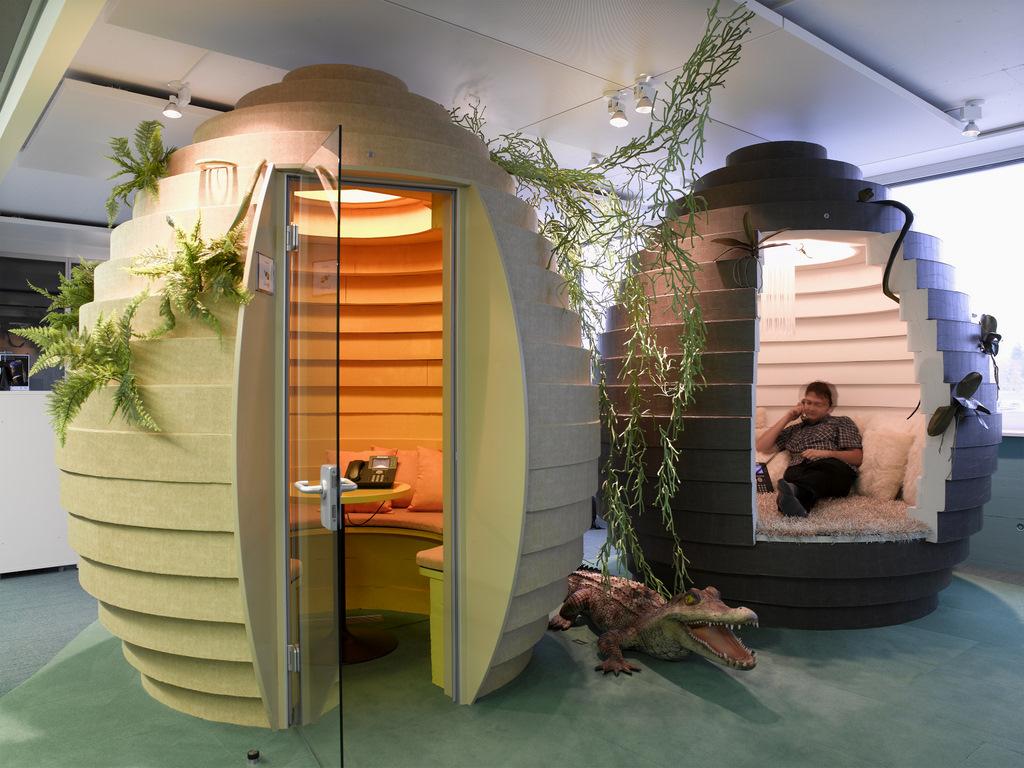 Το αρχιτεκτονικό γραφείο Camenzind Evolution έχει σχεδιάσει και δωμάτια σε σχήμα αυγού για συσκέψεις ή για προσωπικά τηλεφωνήματα