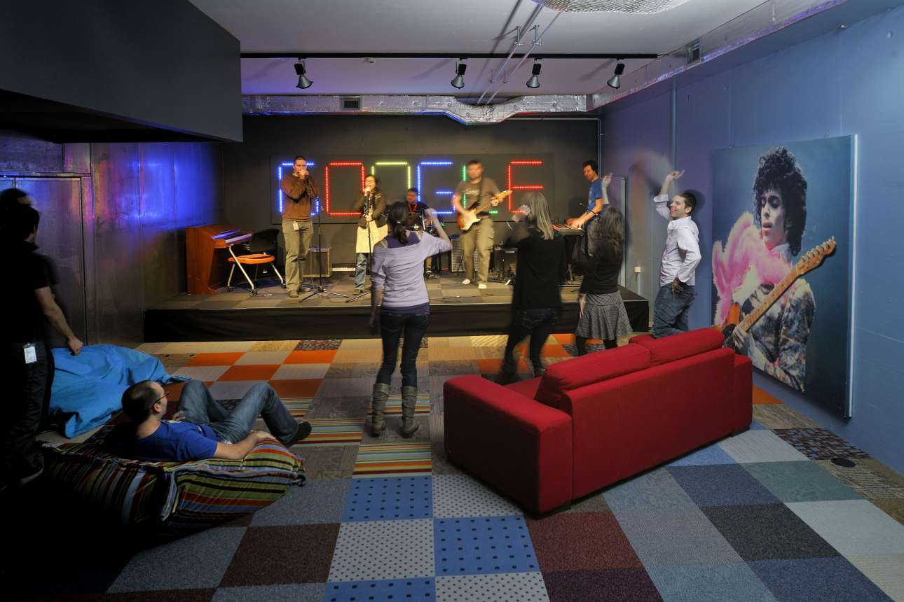 Ενα δωμάτιο για παιχνίδια, μουσική και χαλάρωση. Η Google πιστεύει ότι οι κοινές δραστηριότητες οδηγούν σε δημιουργικές ιδέες και καινοτομίες