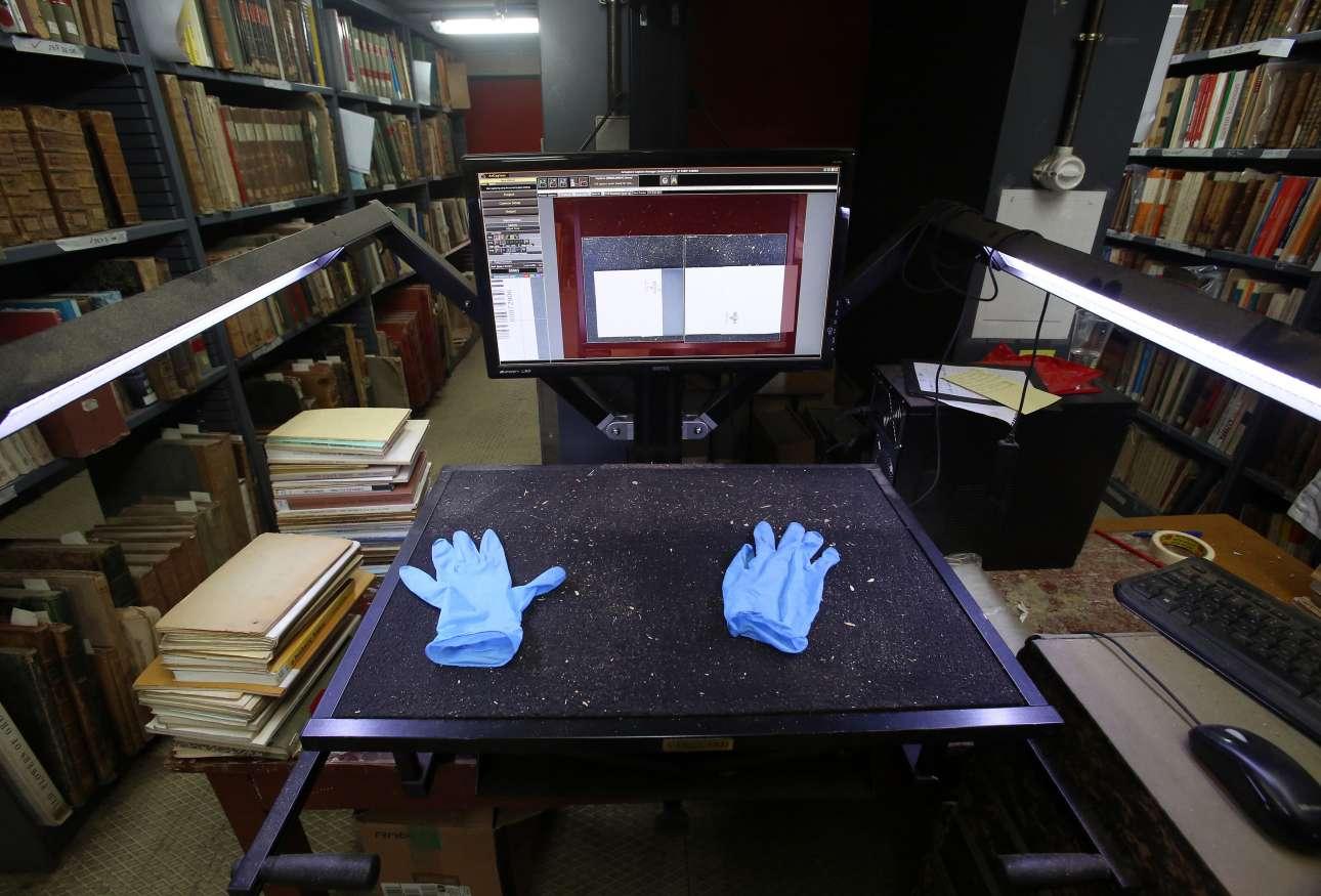 Η μετεγκατάσταση της Εθνικής Βιβλιοθήκης αποτέλεσε και μια ευκαιρία για ψηφιοποίηση μεγάλου μέρους των συγγραμμάτων. Μια διαδικασία που απαιτεί αποστείρωση των χεριών