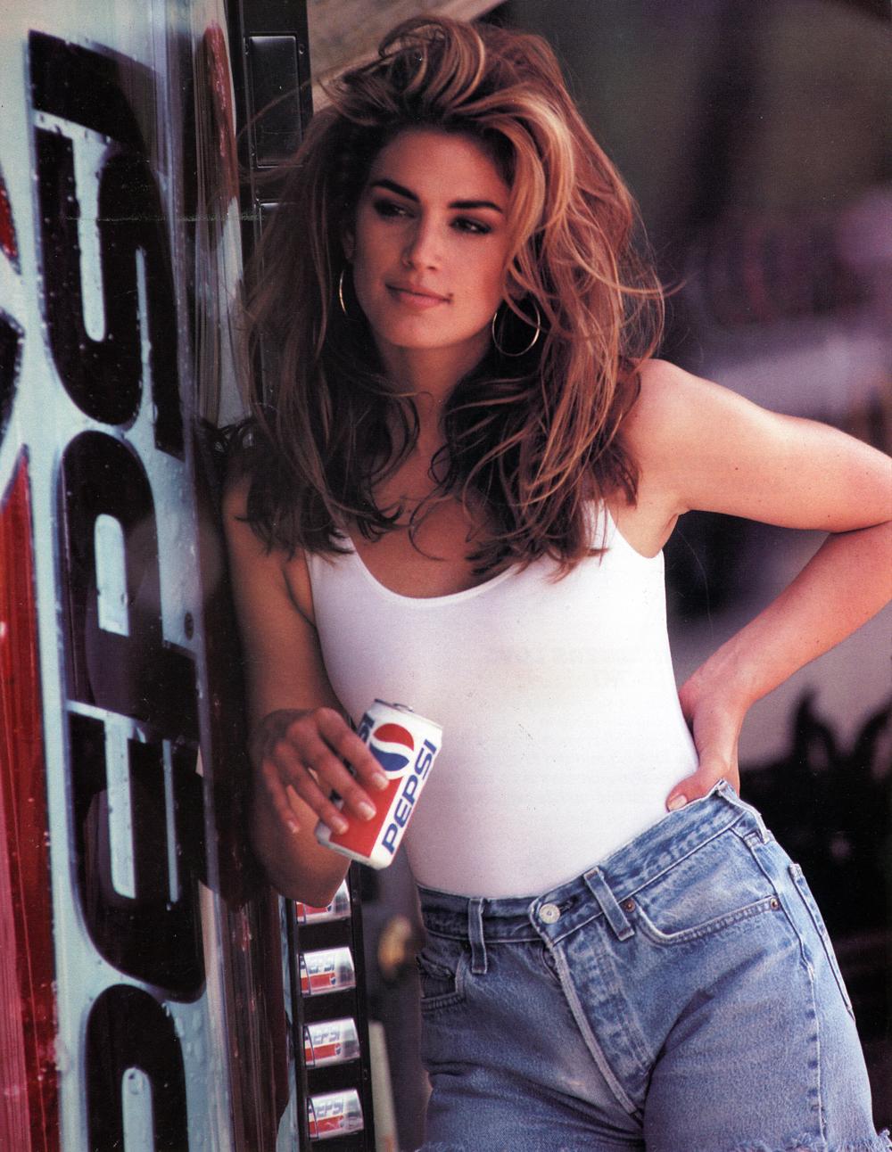 Η διαφήμιση της Pepsi που άφησε εποχή χάρη στη Σίντι Κρόφορντ
