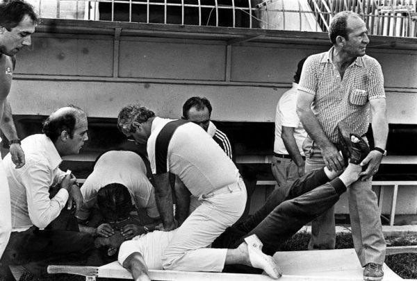1981, ο Γκιούλα Λόραντ, προπονητής του ΠΑΟΚ, πέφτει νεκρός στην Τούμπα, στο παιχνίδι με τον Ολυμπίακό
