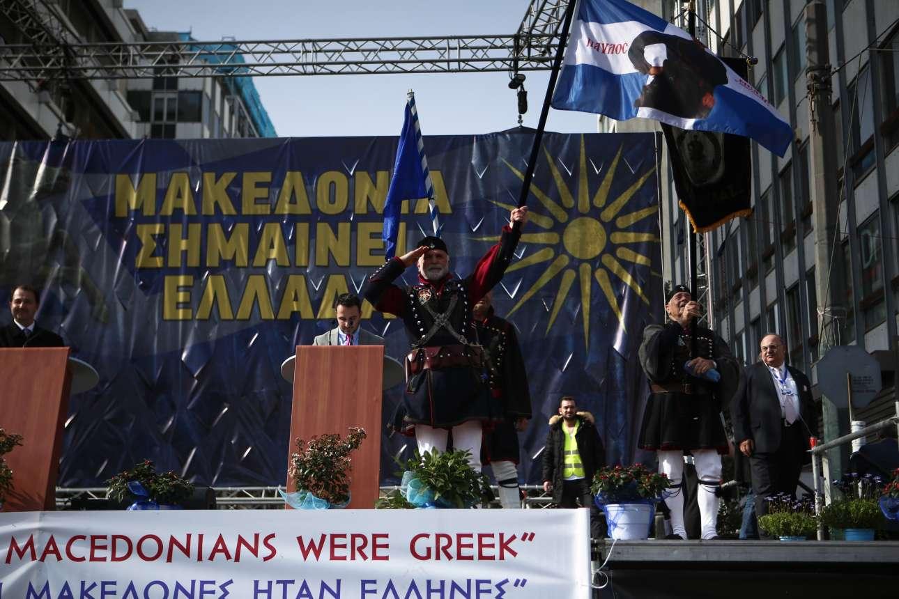 Λίγο πριν από την έναρξη με μακεδονομάχους στην εξέδρα
