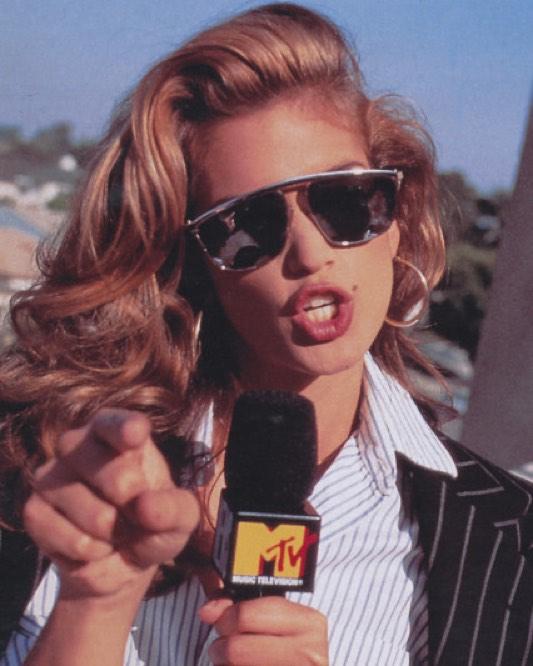Φωτογραφία από τις ημέρες της ως σέξι παρουσιάστρια του MΤV