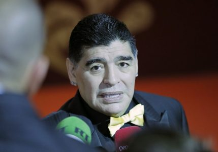 epa06361539 Former Argentine international Diego Maradona arrives for the Final Draw of the FIFA World Cup 2018 at the State Kremlin Palace in Moscow, Russia, 01 December 2017. The FIFA World Cup 2018 will take place from 14 June until 15 July 2018 in Russia.  EPA/YURI KOCHETKOV