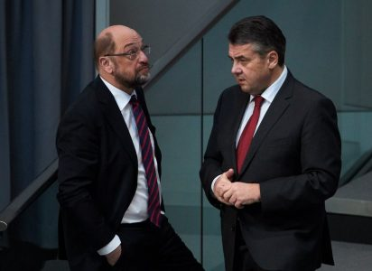 epa06489371 (L-R) German Minister of Foreign Affairs Sigmar Gabriel  of the Social Democratic Party (SPD) and Leader of the Social Democratic Party (SPD) Martin Schulz speaks during a session of the German parliament 'Bundestag' in Berlin, Germany, 01 February 2018. Members of the German Bundestag discuss about the subsidiary protection of the refugee family reunion.  EPA/HAYOUNG JEON