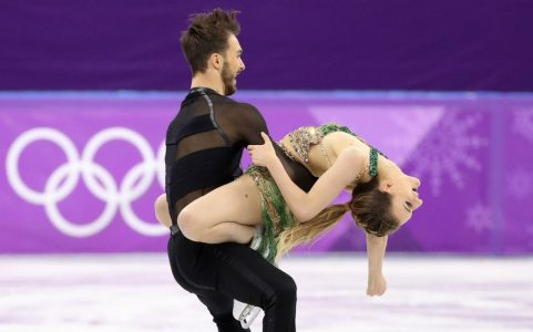 epa06541754 Gabriella Papadakis and Guillaume Cizeron of France in action during the Ice Dance Short Dance of the Figure Skating competition at the Gangneung Ice Arena during the PyeongChang 2018 Olympic Games, South Korea, 19 February 2018.  EPA/TATYANA ZENKOVICH