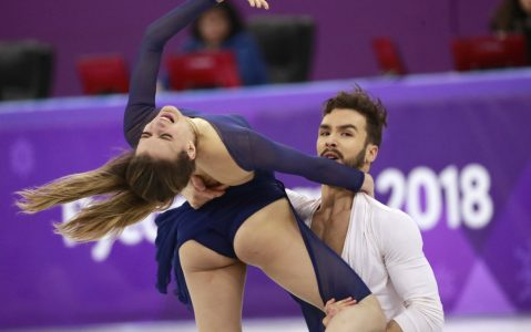 epa06544697 Gabriella Papadakis and Guillaume Cizeron of France compete in the Ice Dance Free Dance of the Figure Skating competition at the Gangneung Ice Arena during the PyeongChang 2018 Olympic Games, South Korea, 20 February 2018.  EPA/HOW HWEE YOUNG