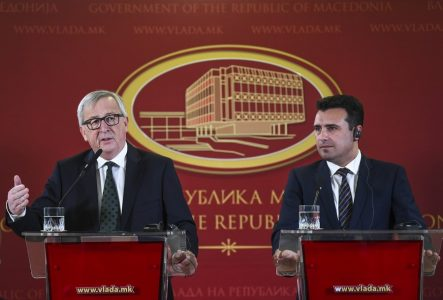 epa06564587 President of European Commission Jean-Claude Juncker (L) accompanied by Macedonian Prime Minister Zoran Zaev (R), gestures during the press conference in the Government building in Skopje, The Former Yugoslav Republic of Macedonia, 25 February 2018. Juncker arrives on a one-day work visit to FYR of Macedonia during his Balkan tour.  EPA/GEORGI LICOVSKI