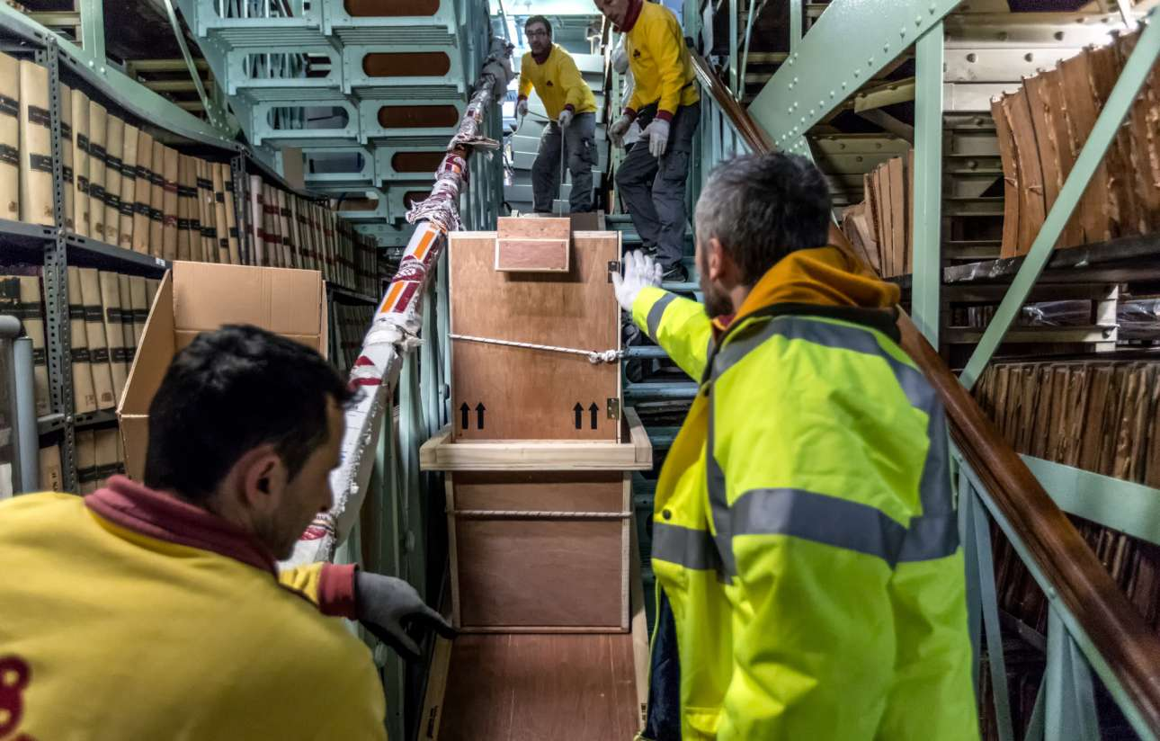 Μεταφορά επάνω σε ράμπες στο πενταόροφο βιβλιοστάσιο του Βαλλιάνειου