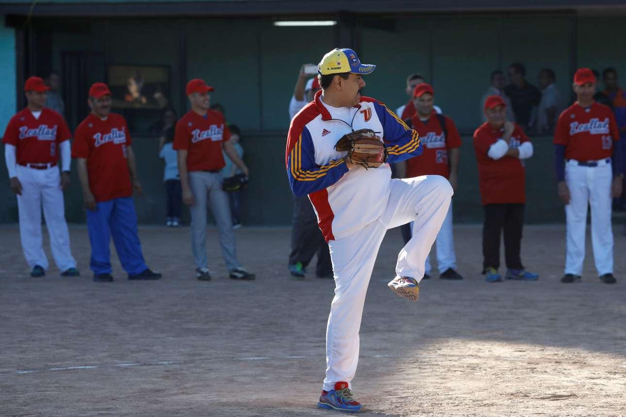 Δευτέρα, 29 Ιανουαρίου, Βενεζουέλα. Ο πρόεδρος της Βενεζουέλας, Νικολάς Μαδούρο συμμετέχει σε παιχνίδι σόφτμπολ στην στρατιωτική βάση Φουέρτε Τιούνα, στο Καράκας