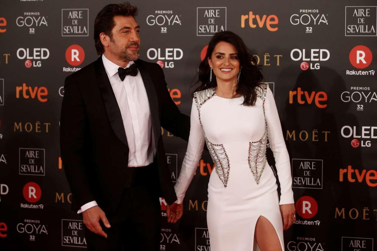 Σάββατο, 3 Φεβρουαρίου, Μαδρίτη. Ο Χαβιέ Μπαρδέμ και η Πενέλοπε Κρουζ ποζάρουν στους φωτογράφους κατά την άφιξή τους στην απονομή των βραβείων Γκόγια, της Ισπανικής Ακαδημίας Κινηματογράφου