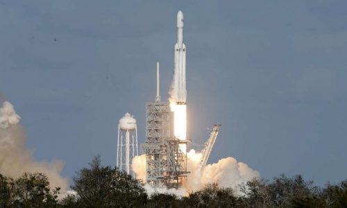 2018-02-06T210333Z_403914631_HP1EE261LQ7KW_RTRMADP_3_SPACE-SPACEX-HEAVY