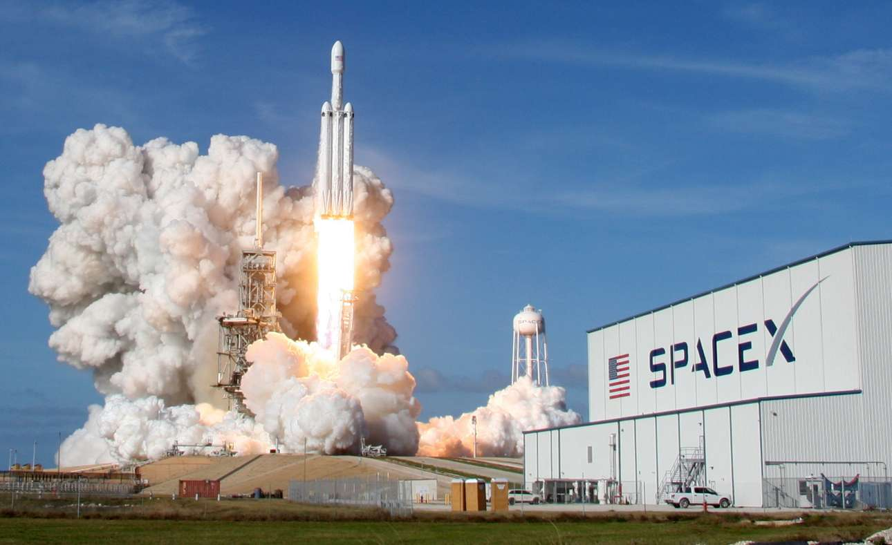 2018-02-07T010407Z_1622886777_RC1A28B089F0_RTRMADP_3_SPACE-SPACEX-HEAVY