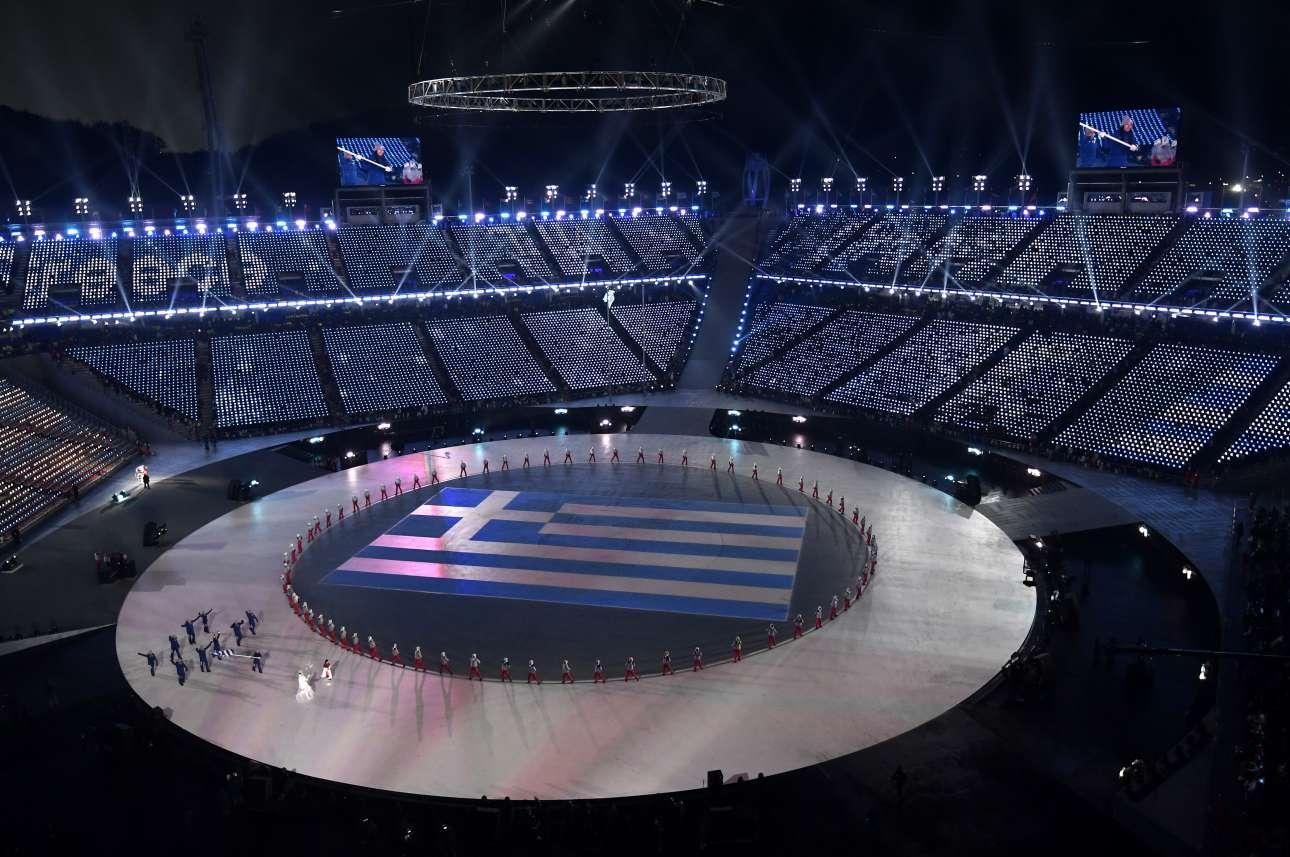 Και η στιγμή της Ελλάδας. Η αποστολή της χώρας μας παρελαύνει πρώτη στο στάδιο