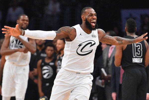 2018-02-19T044901Z_1803449024_NOCID_RTRMADP_3_NBA-ALL-STAR-GAME-TEAM-LEBRON-AT-TEAM-STEPHEN (1)