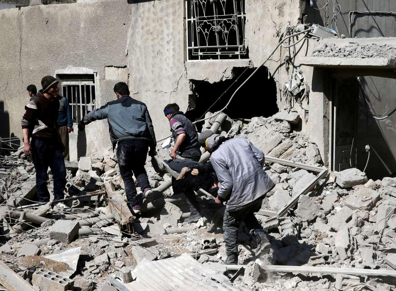 Ακόμη και η UNICEF, που έχει δώσει αμέτρητες ανακοινώσεις στη διάρκεια του επταετούς πολέμου για τα παιδιά της Συρίας, στέρεψε από λόγια. «Καμία λέξη δεν θα φέρει δικαιοσύνη για τα παιδιά που σκοτώθηκαν, τις μητέρες τους, τους πατεράδες τους και τα αγαπημένα τους πρόσωπα» είπε