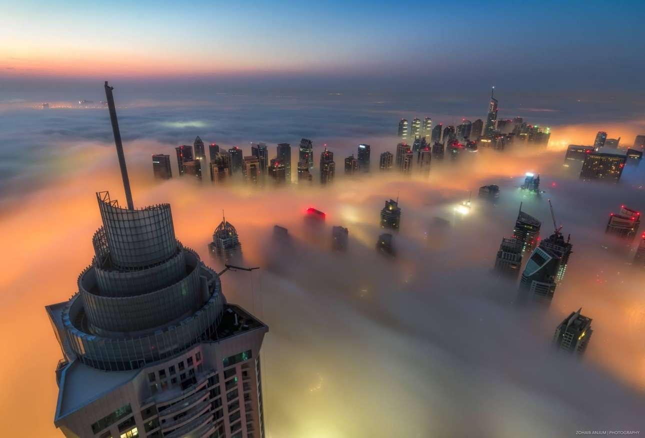 «Οταν ξεκίνησα ένιωθα πως είναι ένας διαφορετικός κόσμος εδώ πάνω, αλλά τώρα το έχω συνηθίσει. Ειμαι πλέον γνωστός ως roof topper (αυτοί που σκαρφαλώνουν σε ταράτσες) στο Ντουμπάι, αλλά για να αποτυπώσεις τα καλύτερα χρειάζεται να ρισκάρεις»