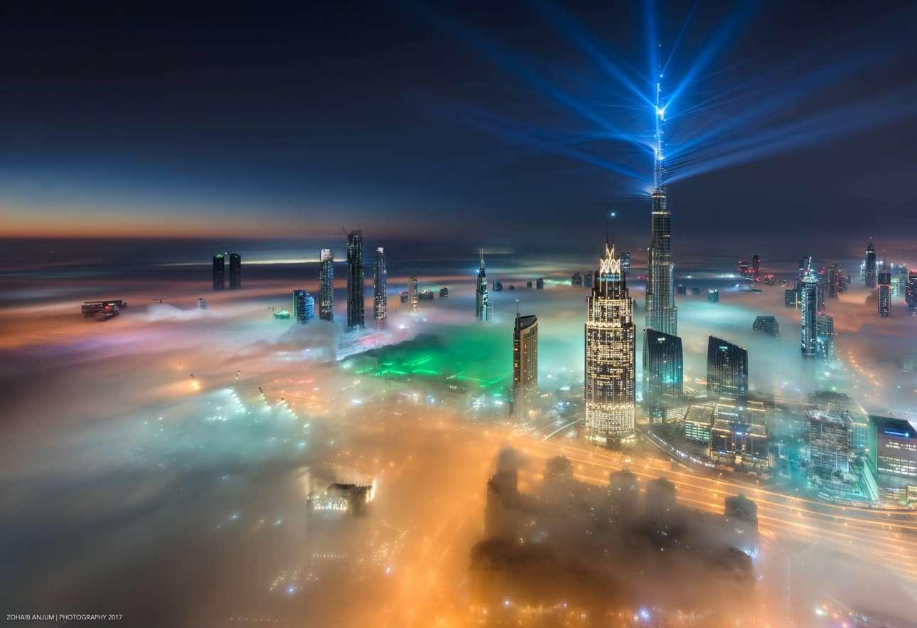 Φαντασμαγορικό σόου με φώτα και λέιζερ από το Μπουρτζ Χαλίφα, το ψηλότερο κτίριο στον κόσμο, με ύψος 829 μέτρα