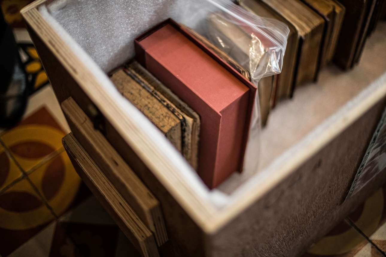 Εγκιβωτισμός πολύτιμων βιβλίων που φυλάσσονταν στο Βαλλιάνειο