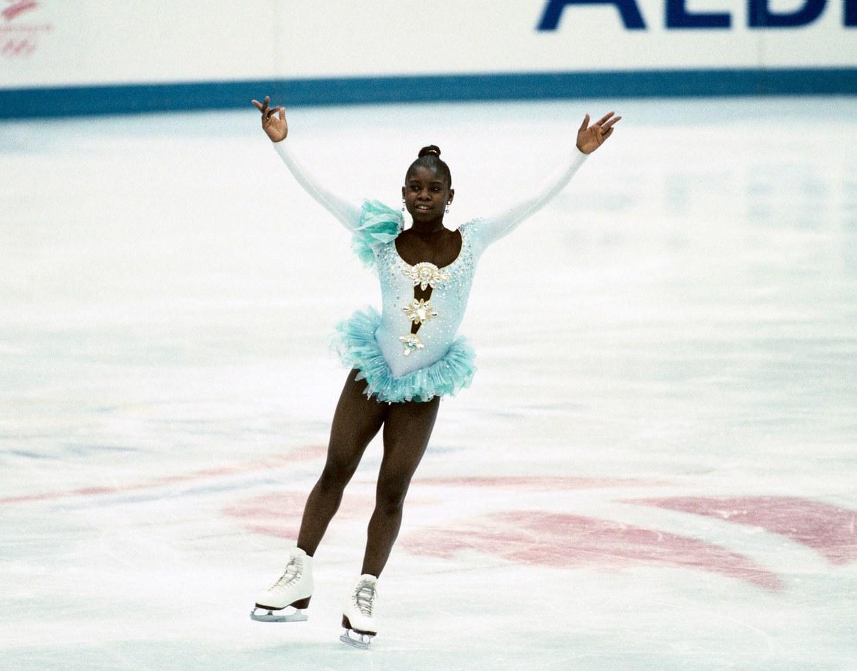 Η γαλλίδα Σούρια Μποναλί με εκκεντρική δημιουργία Christian Lacroix το 1992 κατά την πρώτη ολυμπιακή της συμμετοχή στην Άλμπερτβιλ στις ΗΠΑ