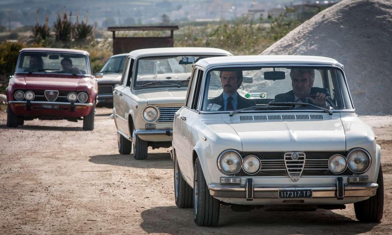 Alfa Romeo Giulia – Maltese: Αυτές οι τετράθυρες μπερλίνες αποτέλεσαν τη «ραχοκοκαλιά» των μοντέλων της Alfa Romeo, μέχρι και το 1972. Το χαρακτηριστικό παρουσιαστικό του αυτοκινήτου ήταν δημιουργία του Τζιουζέπε Σκαρνάτι. Το ντεμπούτο της Giulia πραγματοποιήθηκε στις 27 Ιουλίου 1962, στο αυτοκινητοδρόμιο της Μόντσα, με την παρουσία ανθρώπων της πολιτικής και δημοσιογράφων. Αντίστοιχα, στους τηλεοπτικούς δέκτες του Καναλιού 4, εν έτει 2017, ο ντετέκτιβ Ντάριο Μαλτέζε ξεκίνησε να οδηγεί μια μαύρη Giulia – μα, τόσο ταιριαστή με το μουστάκι του.