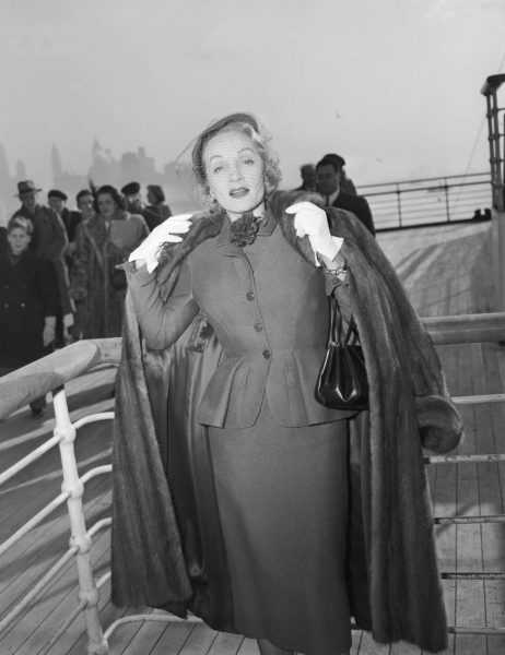 Marlene_Dietrich_wearing_a_day_suit_by_Christian_Dior_onboard_the_Queen_Elizabeth_arriving_in_New_York_21_December_1950__Getty_Images