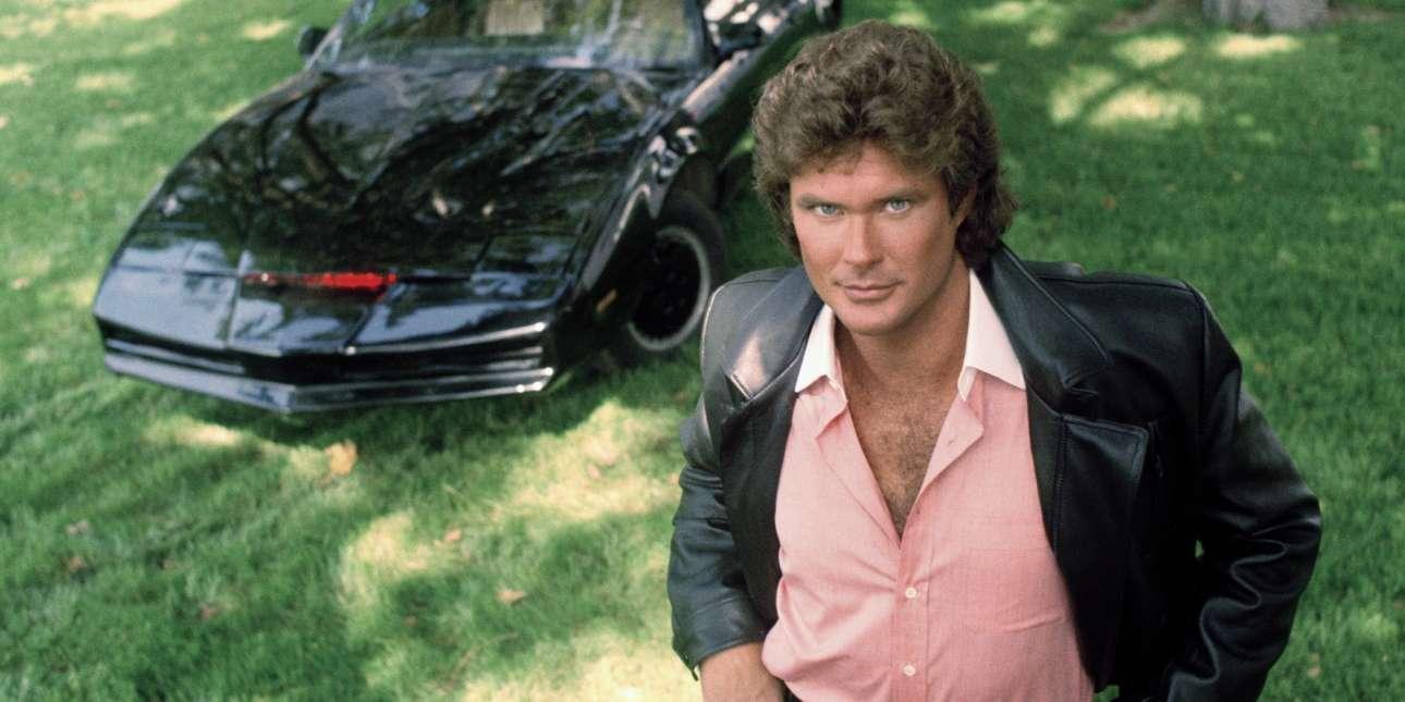 Pontiac Trans Am «KITT» – Knight Rider: Η πιο αγαπημένη σειρά για πολλούς τη δεκαετία του '80 ήταν ο «Ιππότης της Ασφάλτου» ή «Knight Rider», όπου ο ΚΙΤΤ, ένα Pontiac του 1982, είχε κάνει θραύση. Και είχε πάρει μυαλά. Εφοδιασμένο με έναν V8 κινητήρα 5.000cc -με ιπποδύναμη, περίπου, στους 165 ίππους- ήταν σχεδιαστικά μελετημένο για την απόλυτη αεροδυναμική. Βασικά, μπορούσες να ανοίξεις και συζήτηση μαζί του. Αντεξε ως μοντέλο στην παραγωγή μέχρι το 1992. Η σειρά έμεινε κλασική και ο πρωταγωνιστής, ο Ντέιβιντ Χάσελχοφ, έπειτα έγινε… ναυαγοσώστης. Και είχε, πια, φορτηγάκι…
