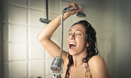 Singer in the shower-sm_401648998