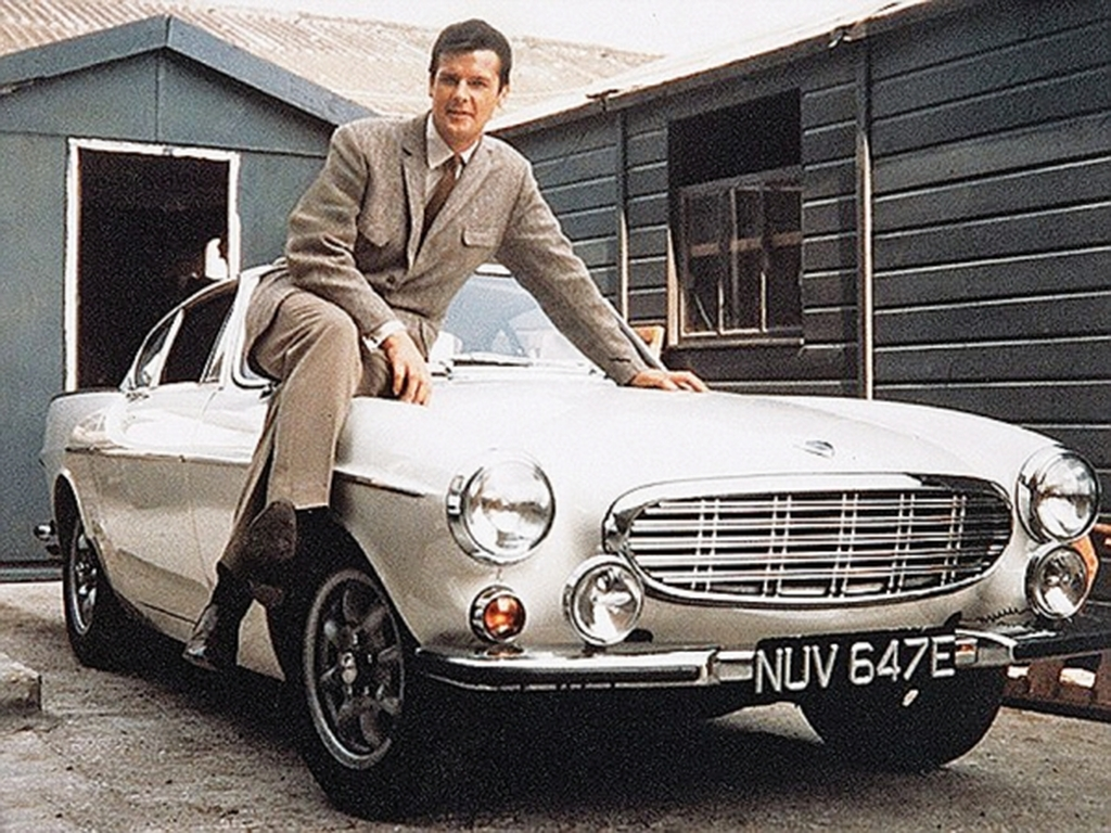 Volvo P1800 - Ο Αγιος: Ηταν το αυτοκίνητο που οδηγούσε ο Ρότζερ Μουρ στην τηλεοπτική σειρά του 1957. Αν και η σουηδική εταιρία δεν φημιζόταν τότε για το εκλεπτυσμένο design των αυτοκινήτων της, το P1800 αποτελεί ΤΗΝ εξαίρεση. Τροφοδοτείτο από έναν 1800άρη κινητήρα ο οποίος μπορούσε να κινήσει το ευκίνητο αμάξωμα με μέγιστη ταχύτητα τα 200 χλμ/ώρα. Πρόκειται, ίσως, για το Volvo που δεν θέλουμε να ξεχάσουμε ποτέ!