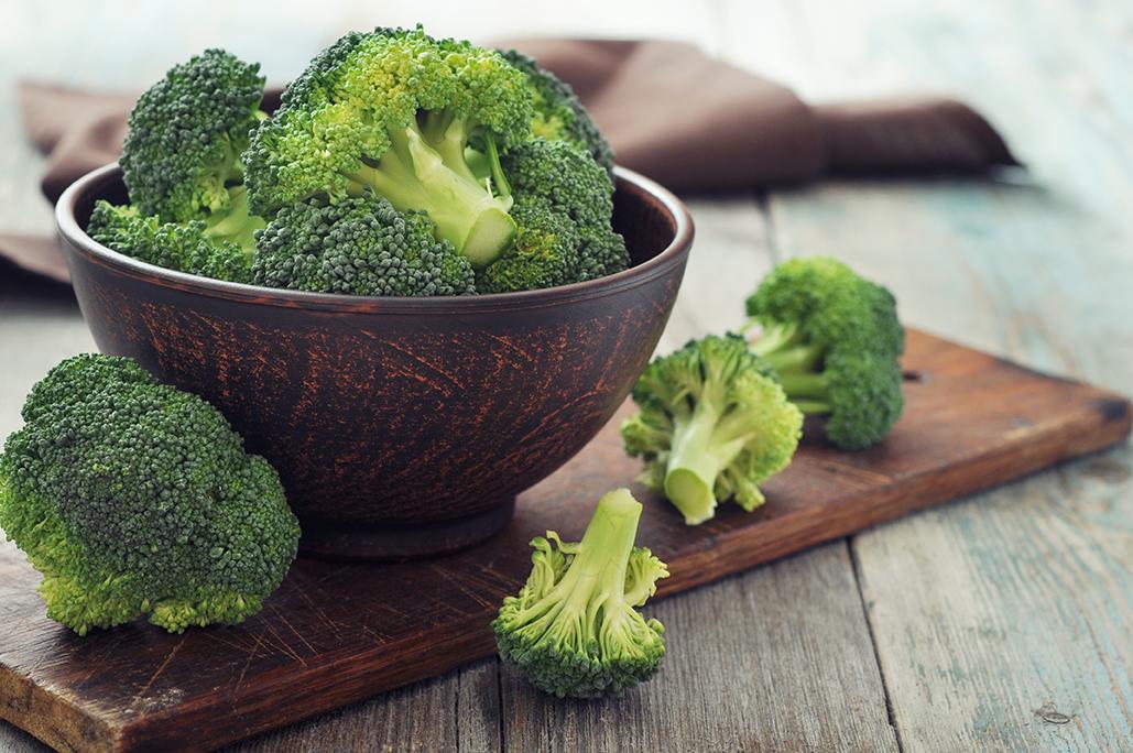 broccoli on brown-72_166563257