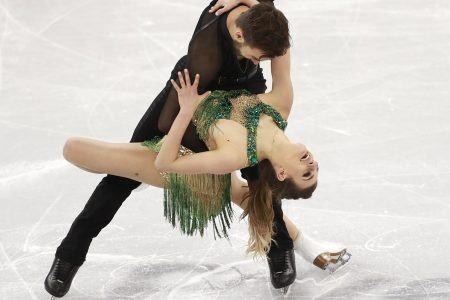epa06541804 Gabriella Papadakis and Guillaume Cizeron of France compete in the Ice Dance Short Dance of the Figure Skating competition at the Gangneung Ice Arena during the PyeongChang 2018 Olympic Games, South Korea, 19 February 2018.