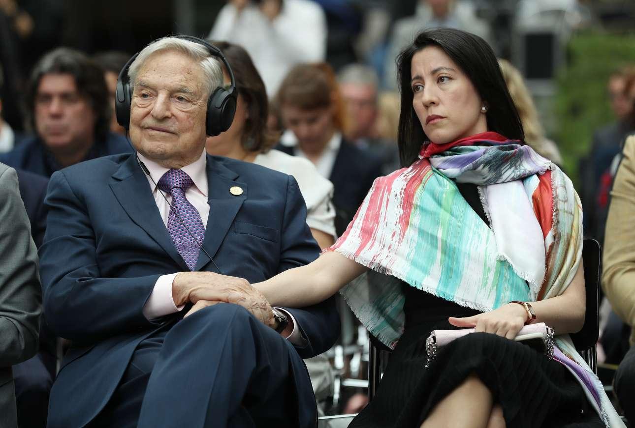 Ο Τζορτζ Σόρος και η σύζυγός του Ταμίκο Μπόλτον φωτό:Sean Gallup/Getty Images/Ideal Images)
