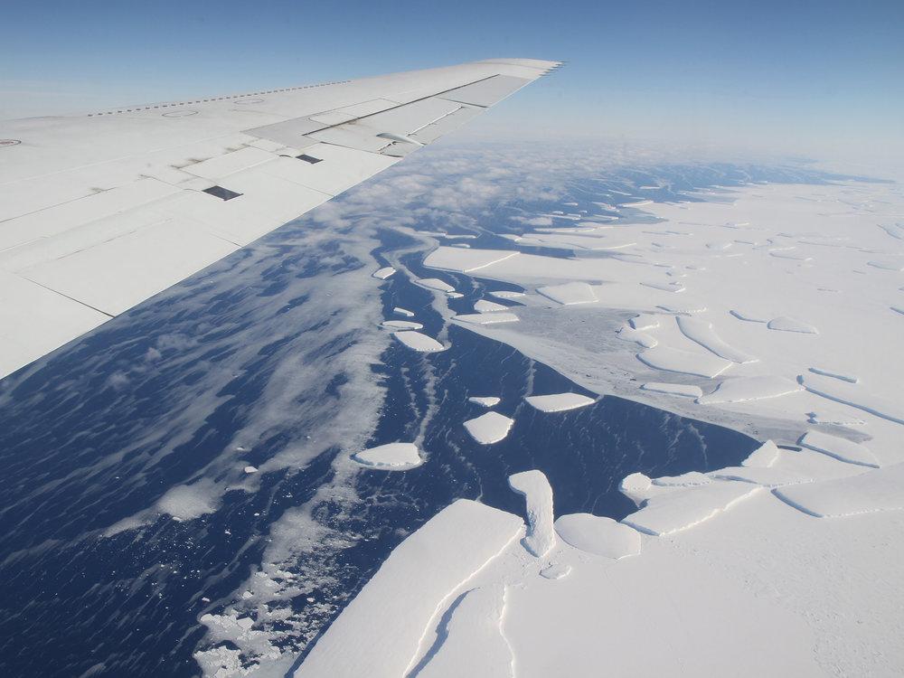 Αεροφωτογραφία από αποστολή παρατήρησης του παγόβουνου όταν αυτό σχηματιζόταν. (φωτό: NASA)