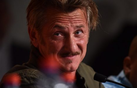 epa05319647 US director Sean Penn attends the press conference for 'The Last Face' during the 69th annual Cannes Film Festival, in Cannes, France, 20 May 2016. The movie is presented in the Official Competition of the festival which runs from 11 to 22 May.  EPA/CLEMENS BILAN