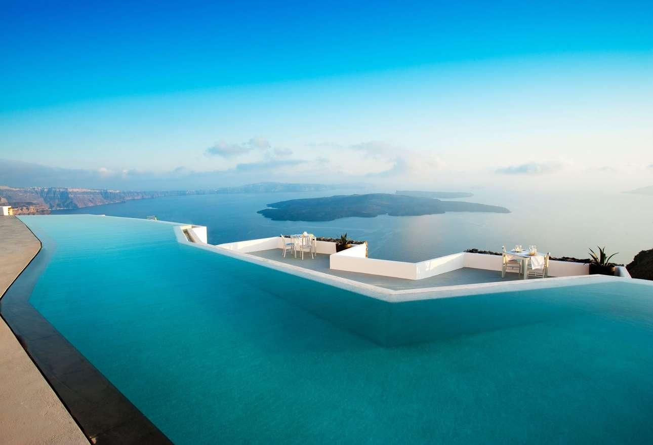 To Grace, το εκπληκτικό ξενοδοχείο στη Σαντορίνη είναι χτισμένο σε επτά επίπεδα, έχει μια πισίνα που κλέβει την παράσταση και είναι ιδανικό για ζευγάρια