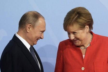 epa06072132 German Chancellor Angela Merkel (R) officially welcomes Russian President Vladimir Putin (L) to the opening day of the G20 summit in Hamburg, Germany, 07 July 2017. The G20 Summit (or G-20 or Group of Twenty) is an international forum for governments from 20 major economies. The summit is taking place in Hamburg 07 to 08 July 2017.  EPA/CLEMENS BILAN
