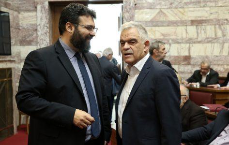 Ο υπουργός Προστασίας του Πολίτη Νίκος Τόσκας (Δ) και ο υφυπουργός Πολιτισμού και Αθλητισμού, Γιώργος Βασιλειάδης (Α) παρίστανται στη συνεδρίαση της Κοινοβουλευτικής Ομάδας του ΣΥΡΙΖΑ, στην αίθουσα της Γερουσίας στη Βουλή, Αθήνα, τη Δευτέρα 12 Φεβρουαρίου 2018. ΑΠΕ-ΜΠΕ/ΑΠΕ-ΜΠΕ/ΣΥΜΕΛΑ ΠΑΝΤΖΑΡΤΖΗ