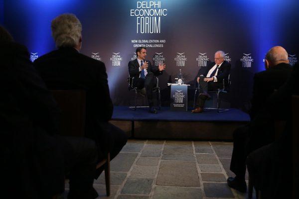 Ο πρόεδρος της Νέας Δημοκρατίας με τον δημοσιογράφο Μάρτιν Γουλφ των Financial Times (ΑΠΕ-ΜΠΕ/ΟΡΕΣΤΗΣ ΠΑΝΑΓΙΩΤΟΥ)