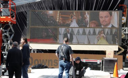 epa06573840 Workers put finishing touches on the red carpet arrival area as preparations for the 90th Academy Awards continue in Hollywood, California, USA, 01 March 2018. The Academy Awards will take place on 04 March 2018.  EPA/MIKE NELSON