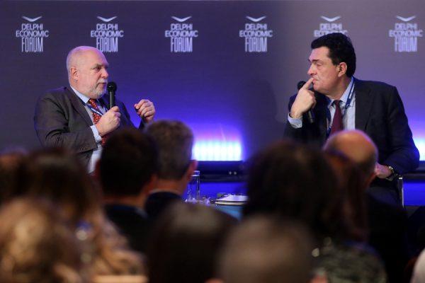 Ο πρώην πρόεδρος του Euro Working Group, Thomas Wieser (Α), σε συζήτηση με τον δημοσιογράφο της εφημερίδας Καθημερινή, Αλέξη Παπαχελά(Δ) στο Οικονομικό Φόρουμ Δελφών που γίνεται στο Ευρωπαϊκό Πολιτιστικό Κέντρο Δελφών, Παρασκευή 2 Μαρτίου 2018. ΑΠΕ-ΜΠΕ/ΑΠΕ-ΜΠΕ/ΟΡΕΣΤΗΣ ΠΑΝΑΓΙΩΤΟΥ