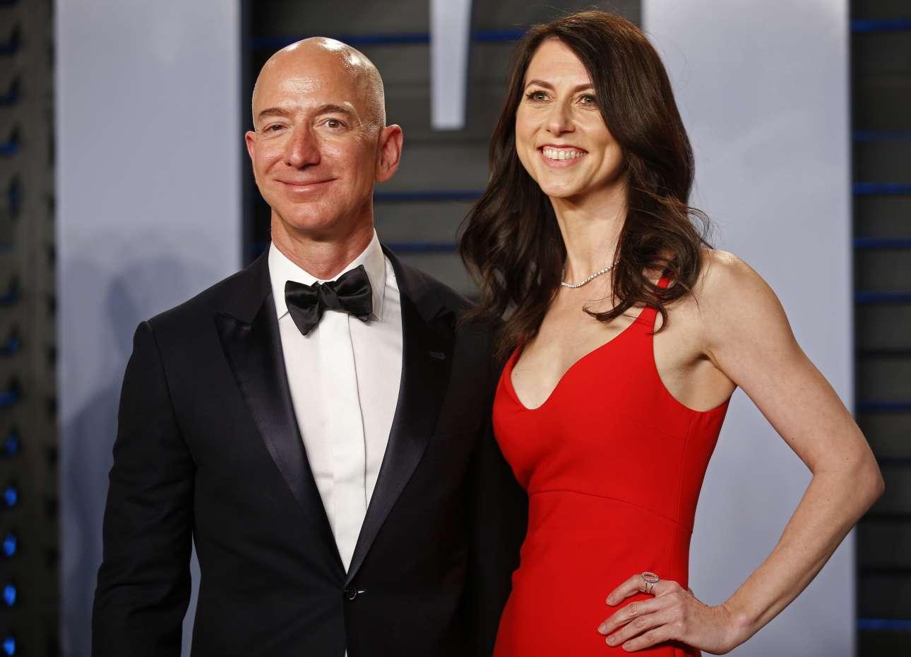 Το αφεντικό της Amazon και πλουσιότερος άνθρωπος στον κόσμο Τζεφ Μπέζος, μαζί με τη σύζυγό του ΜακΚένζι Μπέζος